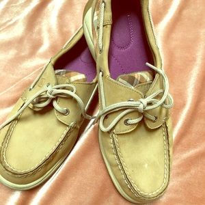 Sperry Top Sider Tan with Plaid details sz7.5